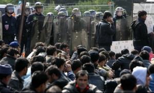 _090424-calais-migrants