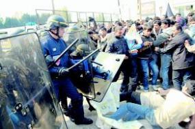 policiers-migrants-calais